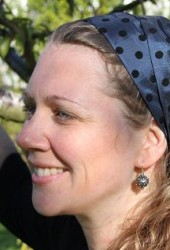 Blått hårbånd med prikker